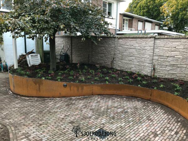 Natuurlijke-tuin-Zevenaar-Kleine-achtertuin- Cortenstaal-Sjoerd-de-Jong-Hovenier-Achterhoek