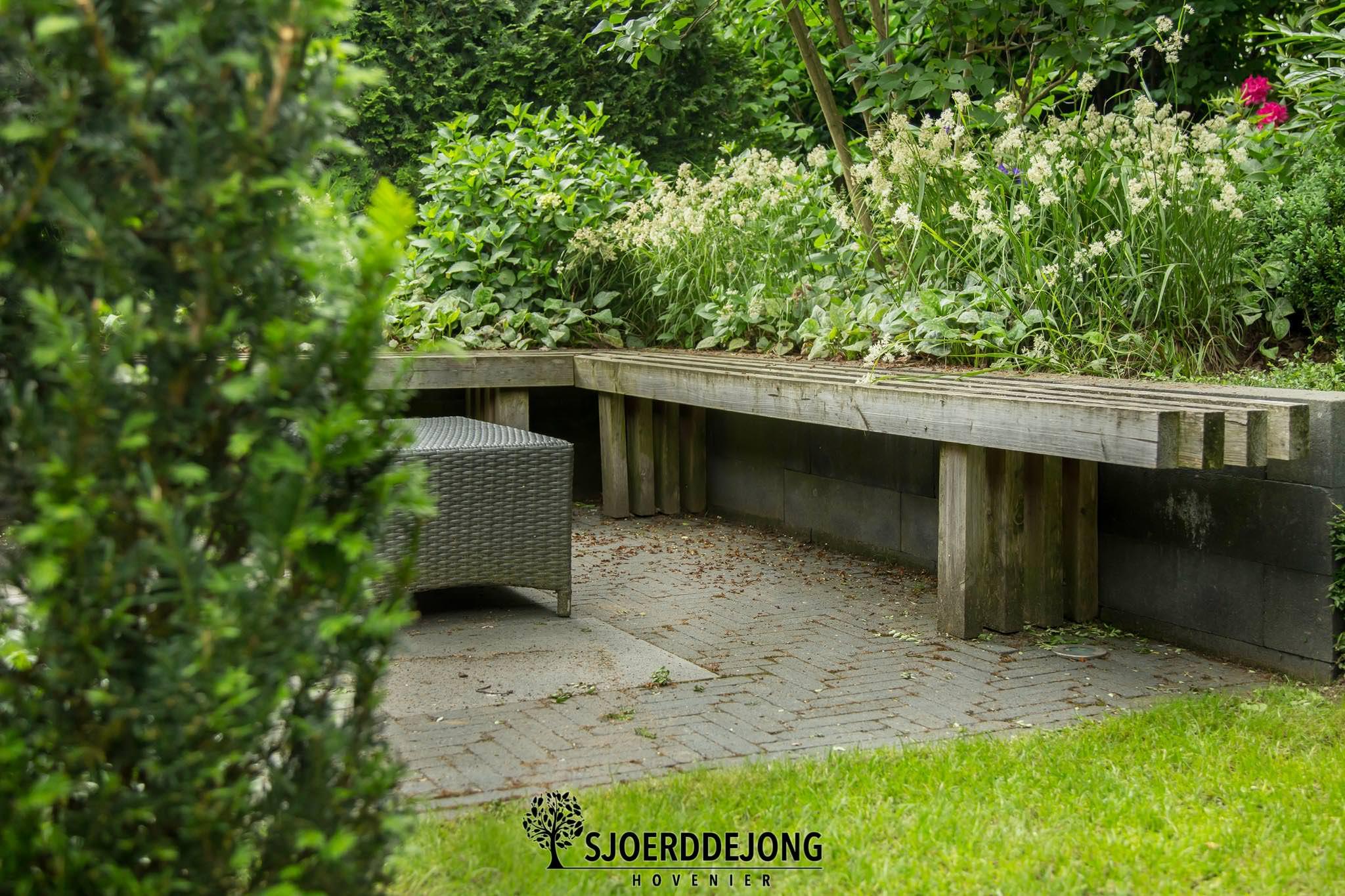 Stadstuin-Ulft-Tuinbankje-waterornament-onderhoudsvriendelijk-Sjoerd-de-Jong-Hovenier-Doetinchem
