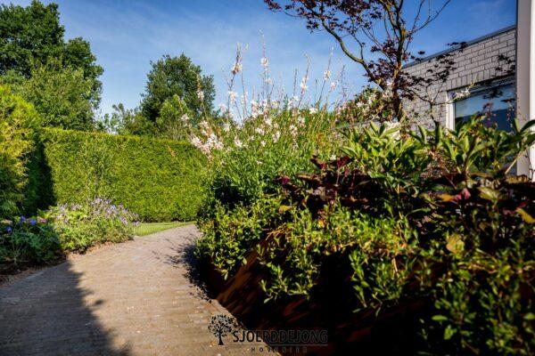 Tuin-met-hoogt-verschil-Ulft-Sjoerd-de-Jong-Hovenier-Ulft
