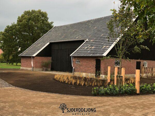 Voortuin-Achterhoekspadvast-Oud-gebakken-waaltjes-engels-schapenhekwerk-achterhoeksepoort-Sjoerd-de-Jong-Hovenier-Achterhoek
